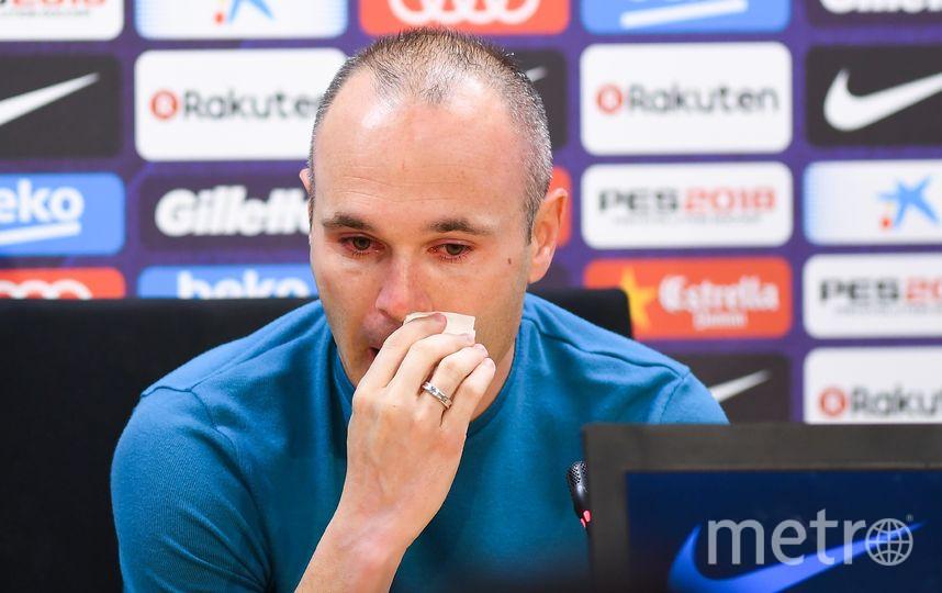 На прощальной пресс-конференции Иньеста не смог сдержать слёз. Фото Getty