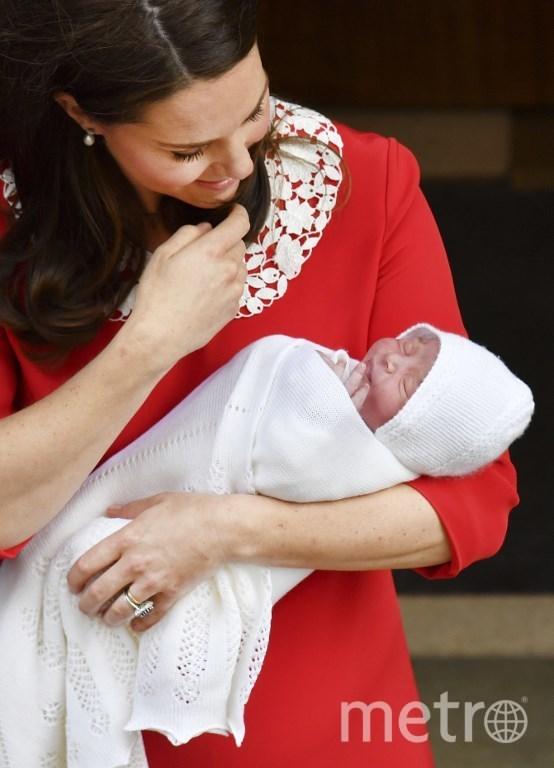 Кейт с новорождённым сыном. Фото AFP