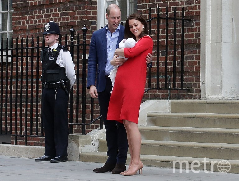 Уияльм и Кейт с новорождённым сыном. Фото AFP