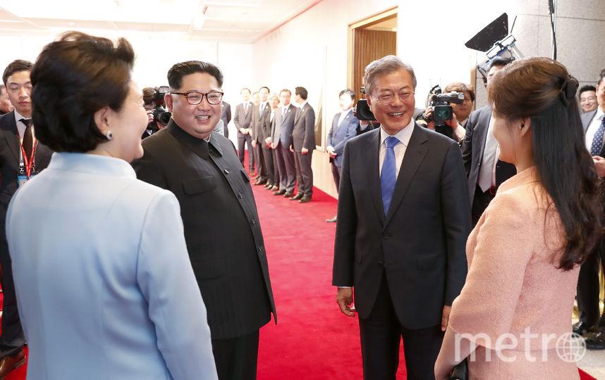 Лидеры КНДР и Южной Кореи встретились вместе с жёнами. Фото AFP