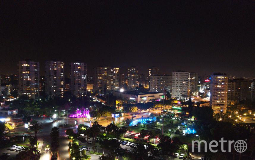 """Ночной вид на Анталью из ресторана Asmani на крыше отеля. Фото Маргарита Лемешко., """"Metro"""""""