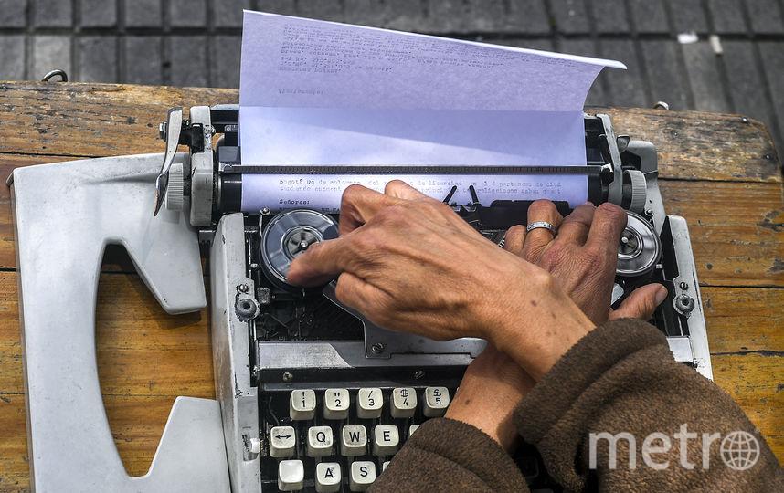 Уличный машинописец, Китай. Фото AFP