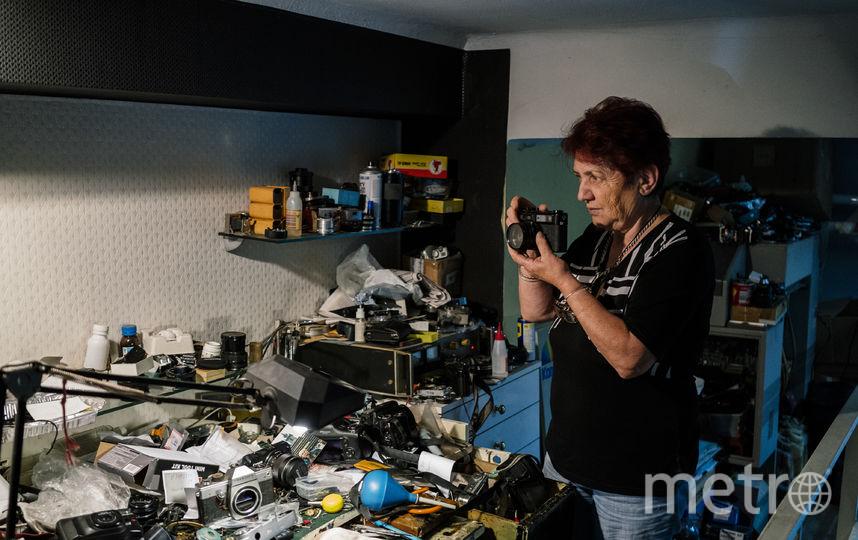 Мастер по ремонту фотоаппаратов, Болгария. Фото AFP