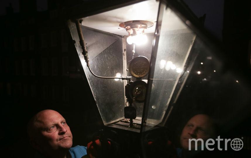 Мастер по ремонту газовых часов, Великобритания. Фото AFP