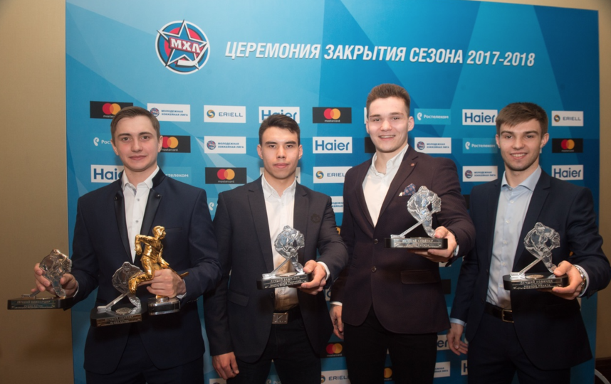 Слева направо: Антон Рубан, Тимралий Вахрутдинов, Никита Дыняк и Никита Рожков. Фото Предоставлено пресс-службой КХЛ