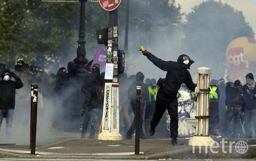 Власти задействовали 9000 полицейских для поддержания порядка в столице Франции. 1 мая - традиционный день демонстраций, во время которых часто случаются беспорядки. Фото AFP