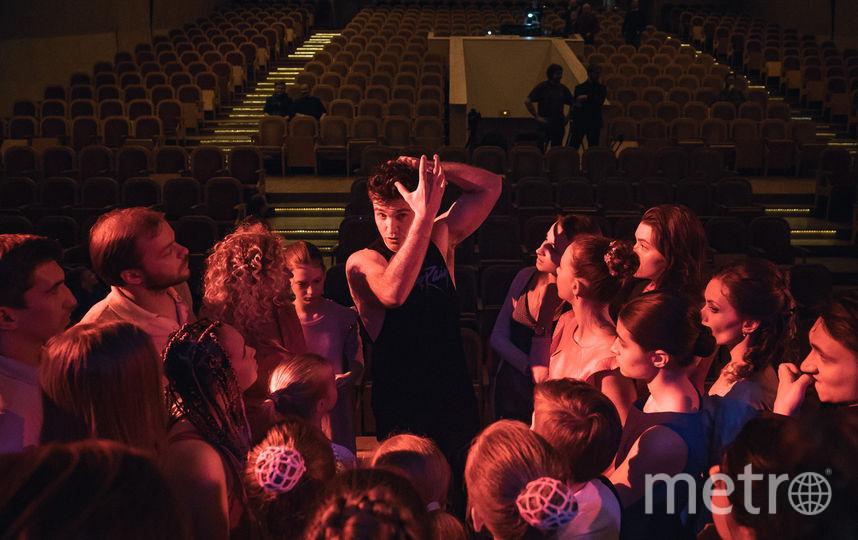 Тайлер Хэнс репетирует. Фото Театральная компания «Московский Бродвей».