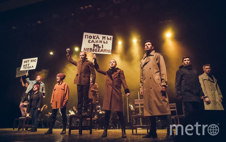 """Отрывок из мюзикла """"Билли Эллиот"""". Фото Театральная компания «Московский Бродвей»."""
