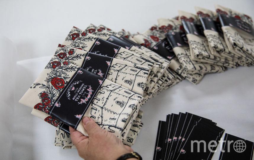 Праздничные полотенца с именами королевских молодоженов. Фото Getty