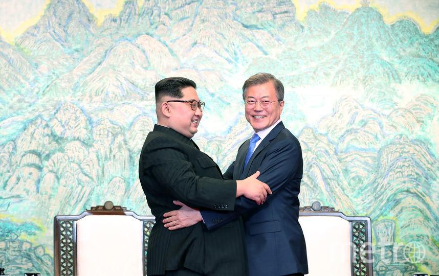 Ким Чен Ын и его южнокорейский коллега. Фото Getty