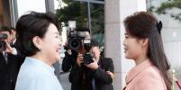 Оберегая жену, Ким Чен Ын оттолкнул фотографа: видео