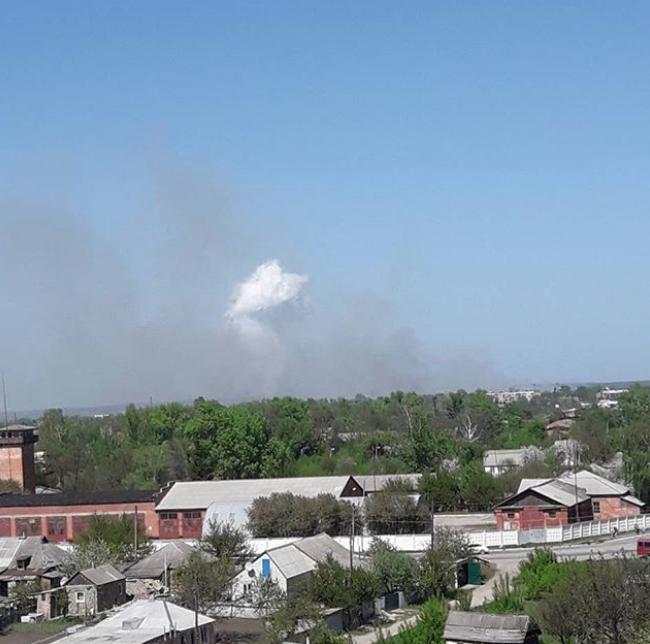 Дым над складом боеприпасов. Фото Instagram @black_angel_elvis