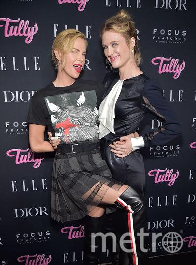 """Шарлиз Терон и Маккензи Дэвис на премьере фильма """"Талли"""" в Нью-Йорке. Фото Getty"""