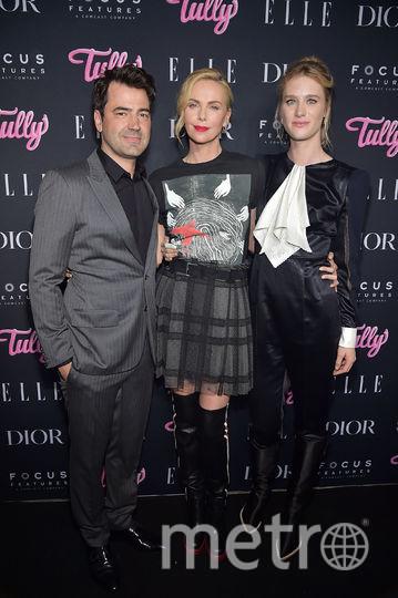 """Шарлиз Терон, Маккензи Дэвис и Рон Ливингстон на премьере фильма """"Талли"""" в Нью-Йорке. Фото Getty"""