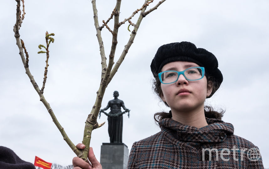 "На Пискаревском кладбище. Фото Святослав Акимов, ""Metro"""