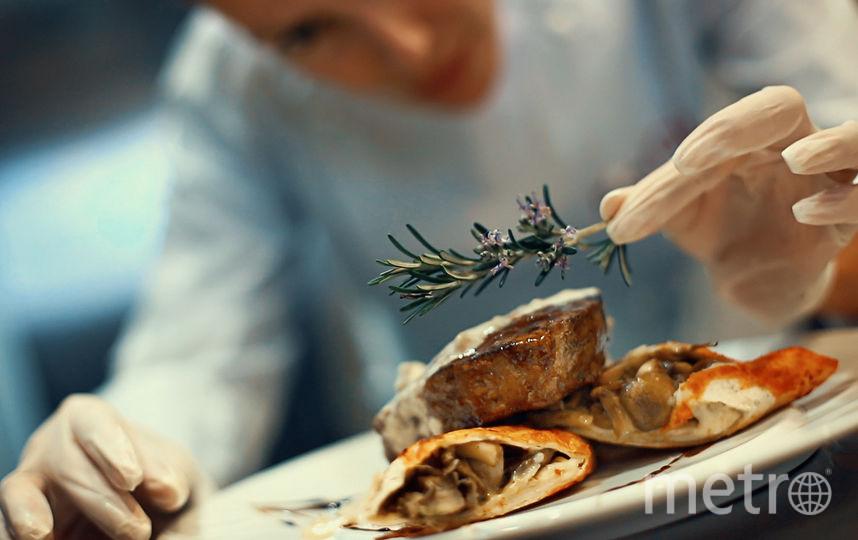 Готовка мяса. Фото iStock.