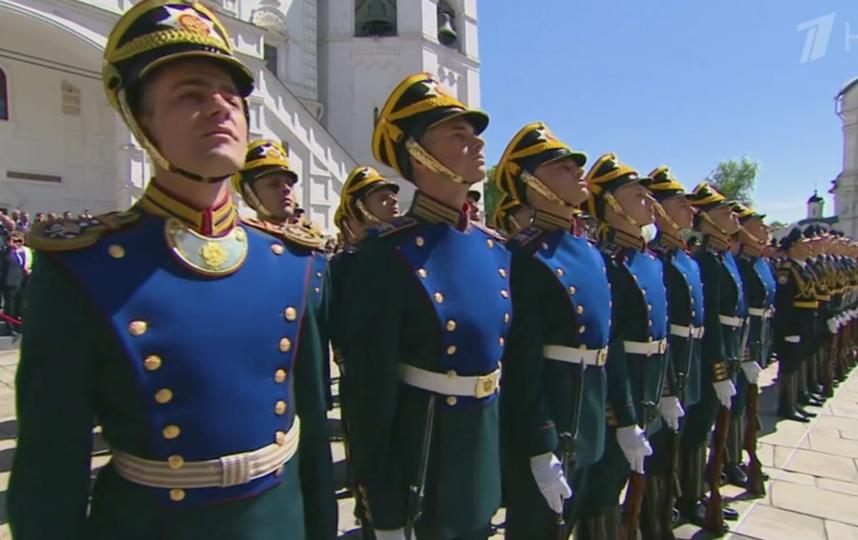 Смотр парада президентского полка. Фото Скриншот Первый канал