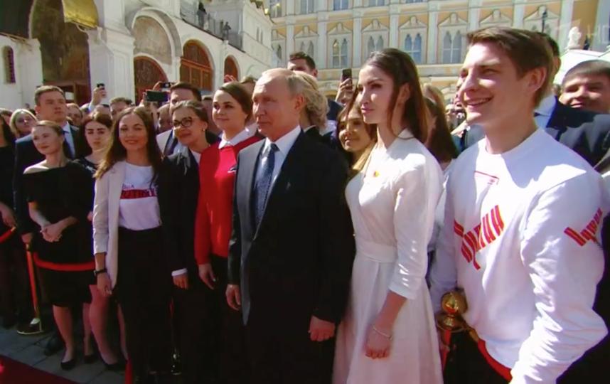Путин и гости церемонии делают общее фото. Фото Скриншот Первый канал