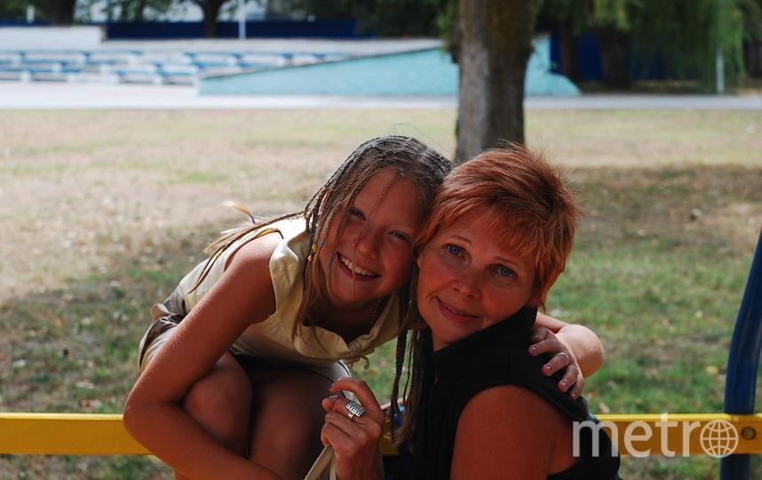 На фото я - Попова Татьяна Анатольевна - мама, с дочкой Катюшей.Это третий ребёнок в семье, самый любимый и обласканный! Фото Татьяна