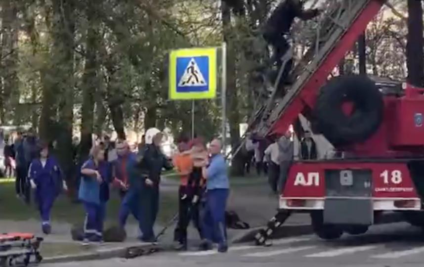 Спасение ребенка из горящего дома. Фото ДТП и ЧП | Санкт-Петербург | vk.com/spb_today., vk.com