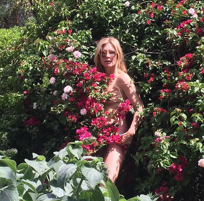 Голые садоводы вышли на грядки. Фото Скриншот Instagram: @amysmundo