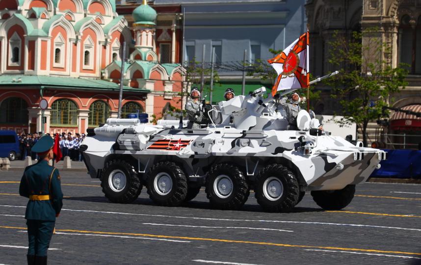 Проезд бронетехники на Параде Победы в Москве. Фото Василий Кузьмичёнок