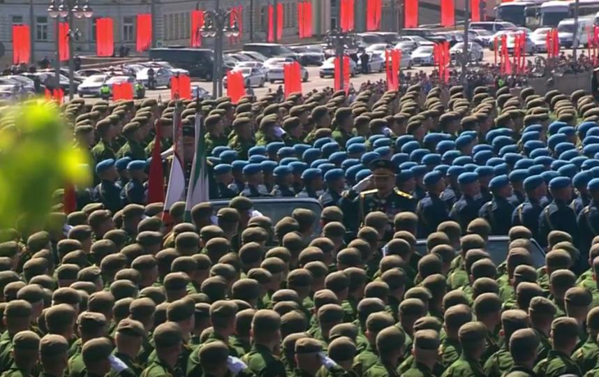 Во время Парада Победы произошел инцидент с ветераном и охраной Владимира Путина. Фото Скриншот видео.