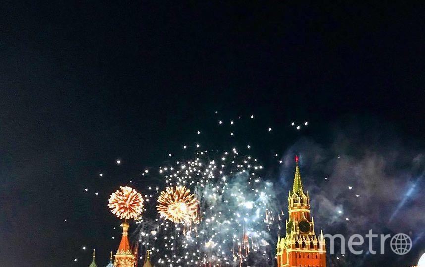Праздничный салют в честь Дня Победы в Москве. Фото https://www.instagram.com/irinalanova/