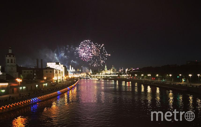 Праздничный салют в честь Дня Победы в Москве. Фото https://www.instagram.com/_olga_tar_/