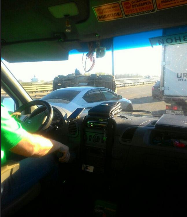Авария на КАД остановила движение. Фото https://vk.com/spb_today