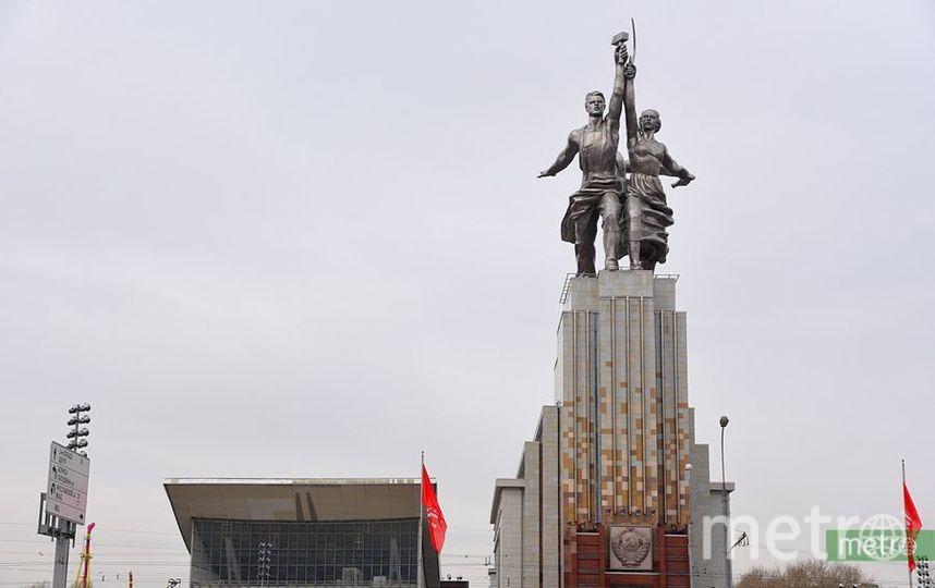 На ВДНХ до июня закрыли центральную аллею. Фото Василий Кузьмичёнок