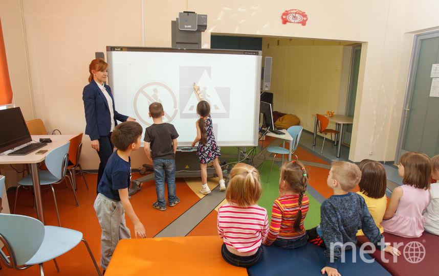 Дети воспринимают доску как большой планшет. Фото Василий Кузьмичёнок