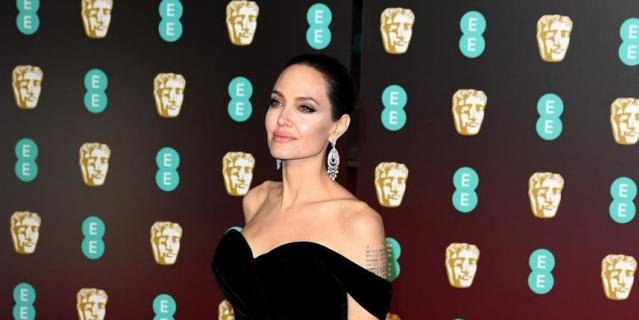 Наряд Анджелины Джоли на премии BAFTA-2018.
