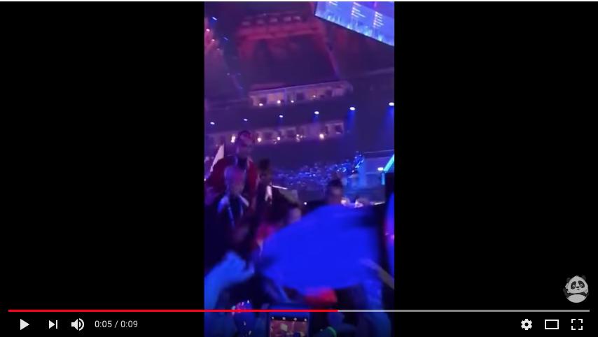 Скриншот видео падения Нетты с лестницы. Фото Скриншот Youtube