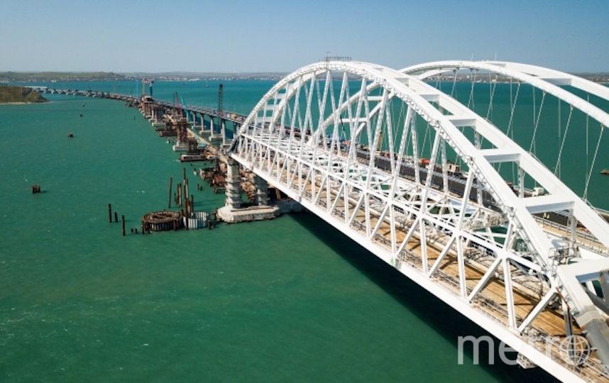 На мосту уже установлены дорожные знаки. Фото РИА Новости
