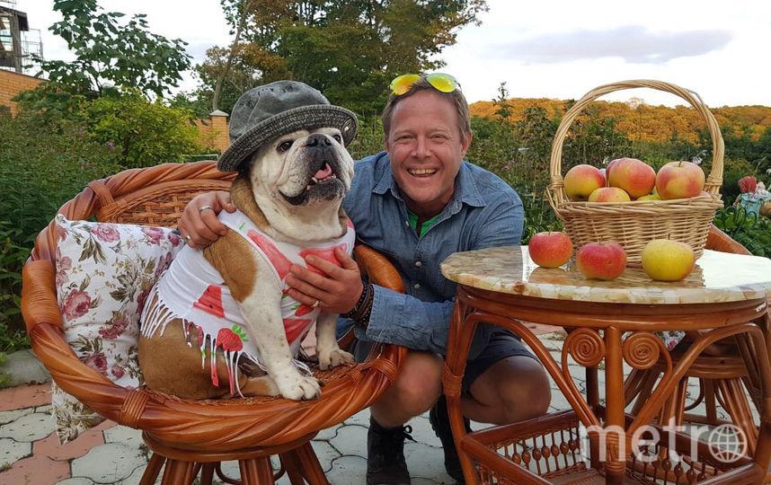 Бульдог Карамелька со своим другом. Фото предоставлено Андреем Опалатенко.