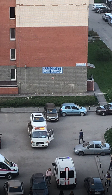 В Петербурге у дома треснула стена. Фото megapolisonline.ru