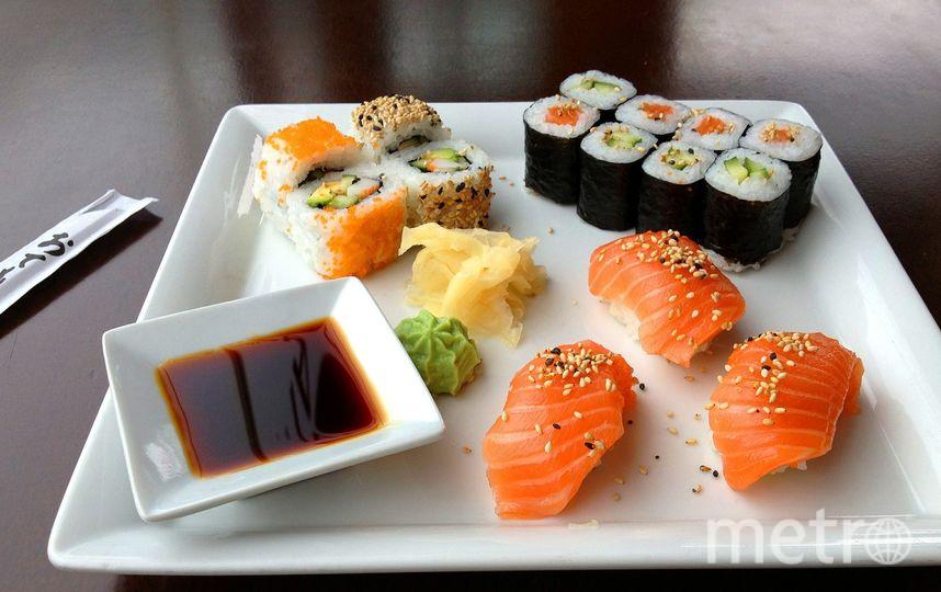 По словам Нобуюку, суши нужно есть руками. Фото Pixabay