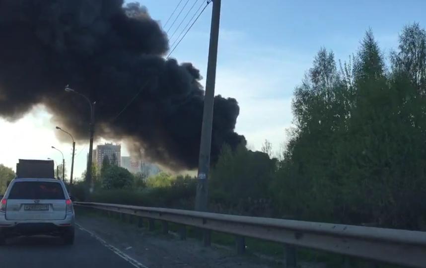 МЧС рассказали подробности крупного пожара в Петербурге. Фото https://vk.com/spb_today