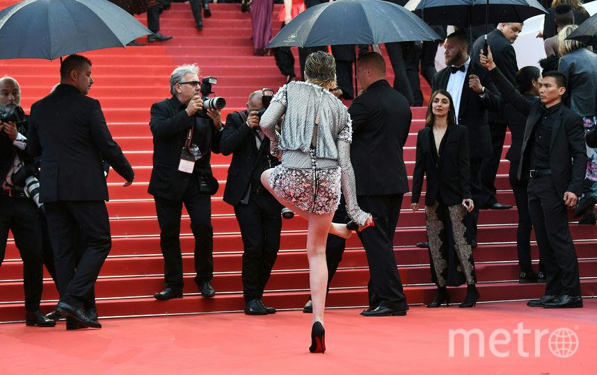 Актриса сбросила каблуки и отправилась на премьеру фильма босиком. Фото AFP