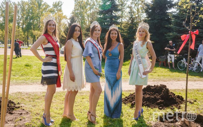 Красавицы старались как могли и выглядели при этом шикарно! Фото Дмитрия Бурмистрова