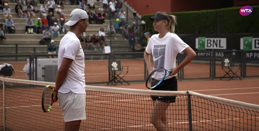 Во время общения теннисисты много улыбались. Фото скриншот с канала WTA, Скриншот Youtube