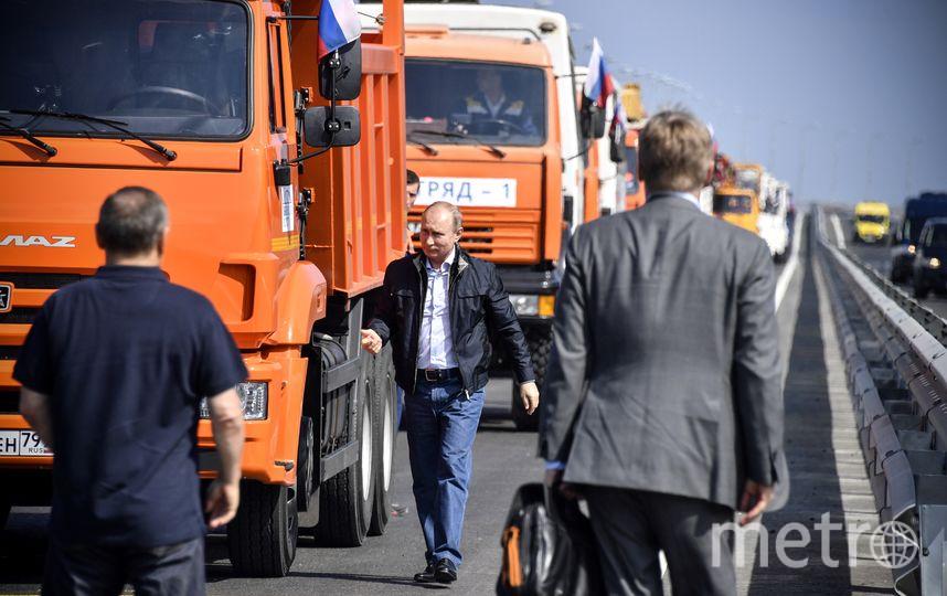 Владимир Путин принял участие в торжественном открытии автомобильной части моста. Фото AFP