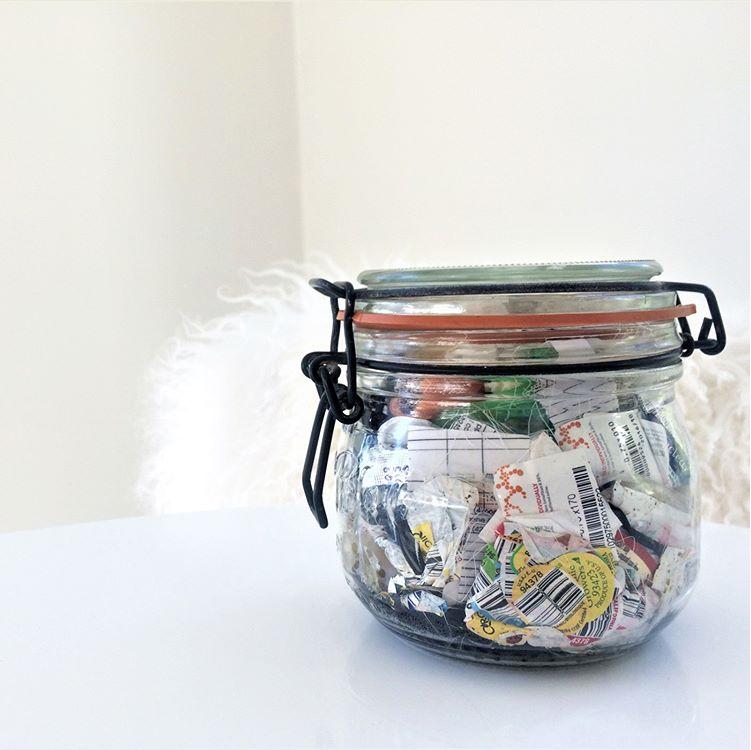Весь мусор умещается в литровую банку. Фото пресс-служба Гринпис