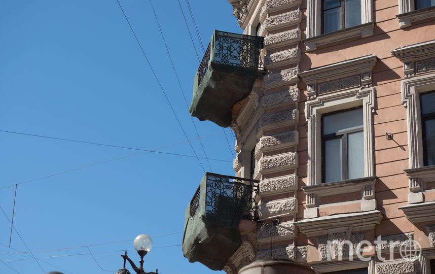 """Так выглядят балконы в центре Петербурга. Фото Святослав Акимов, """"Metro"""""""