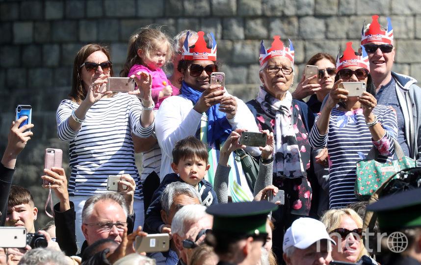 Свадьба принца Гарри и Меган Маркл: Британцы занимают места на улице. Фото Getty