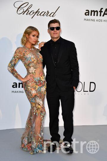 Пэрис Хилтон со своим женихом Крисом Зилкой. Фото AFP