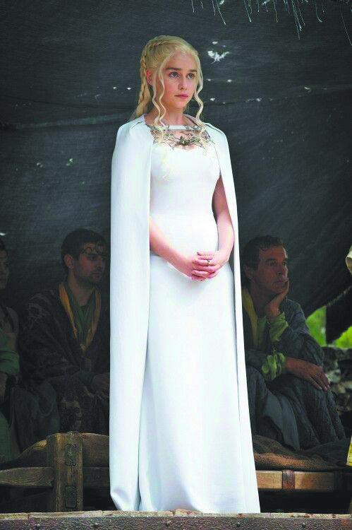 """Из """"Игры престолов"""" – Дейнерис и платье Valentino. Фото HBO"""
