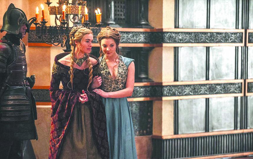 """Из """"Игры престолов"""" – Серсея с Маргари (в середине) и платья из коллекций Alexander McQueen. Фото HBO"""