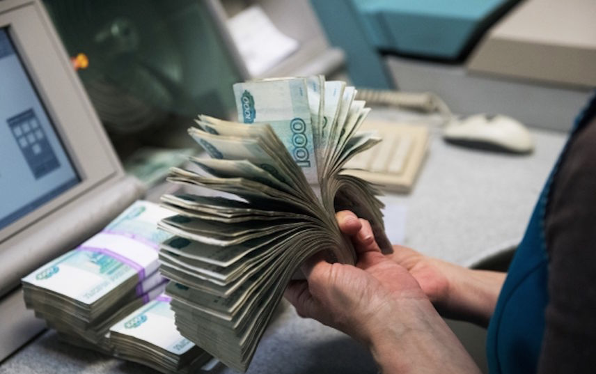 Сейчас официально неработающий человек имеет право бесплатно пользоваться услугами ОМС. Фото РИА Новости
